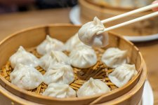 There's a Soup Dumpling Fight Happening on Huanghe Lu